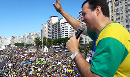 Pr. Rogério Postigo (foto) conduz a Marcha da Família neste feriado (20), às 9h, na Zona Sul do Rio.