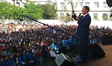 Missionário orou com milhares de pessoas na Praça de Bagatelle, SP.