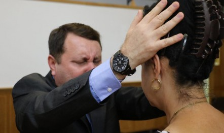 O ministro David Soares (foto) orou com o povo romeno pela cura e libertação.