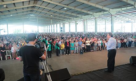 R. R. Soares ministrou a Palavra para milhares de pessoas no Parque Assis Brasil.