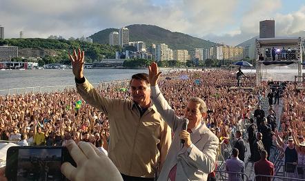 Presidente Jair Bolsonaro (foto) também participou do megaevento da Igreja da Graça.
